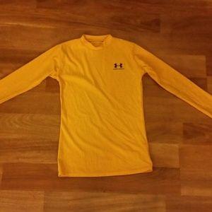 Under Armour YMD Medium heat gear knit long  shirt